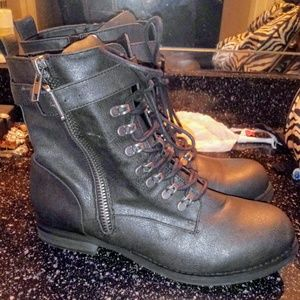 Black/dark grey boots.